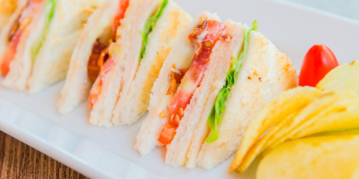 Sándwiches variados con salsa Tártara Sauce&More