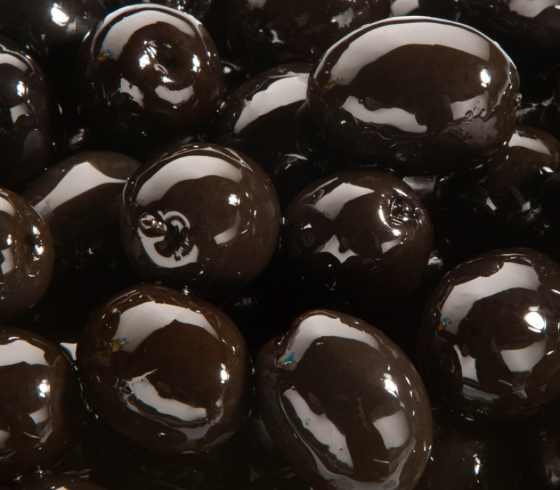 Unpitted black olives